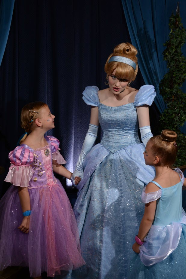 Picture of Anna and Elsa with Cinderella, before dinner.
