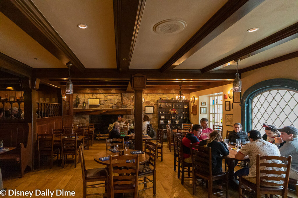 In our Liberty Tree tavern lunch review we'll look at the food, theme and atmosphere.