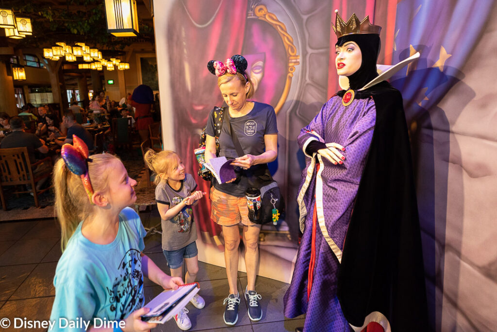 Picture of the Evil Queen with Carla, Anna and Elsa at Storybook Dining at Artist Point.