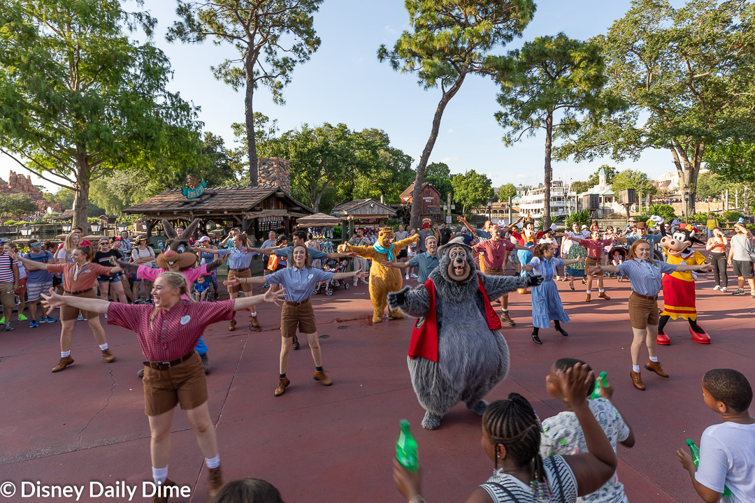 Anna and Elsa had a great time dancing during The Frontierland Hoedown.